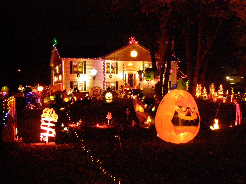 3 tips for selling during the holidays - Halloween Decorated House