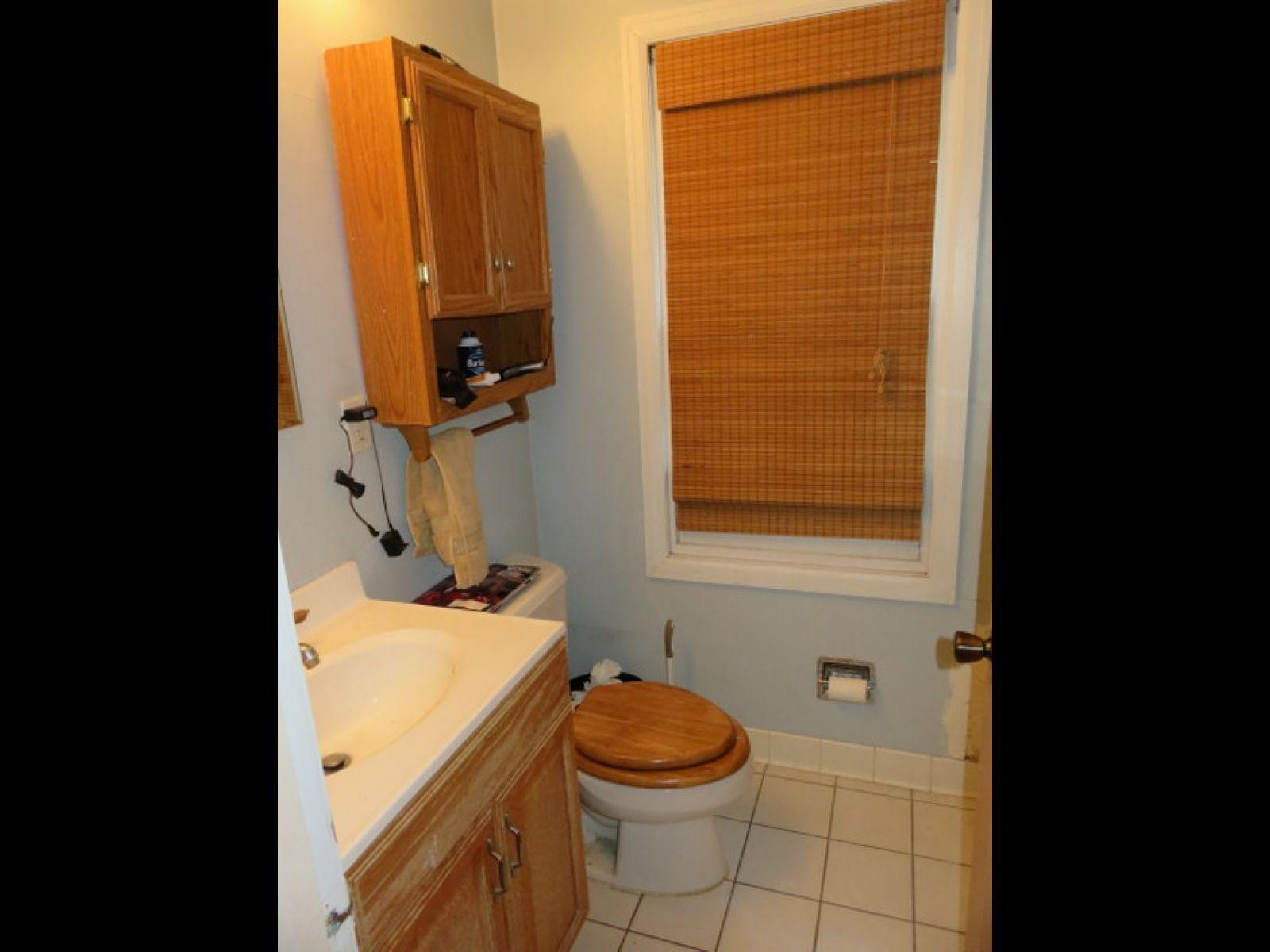 1018-east-gorham-bathroom