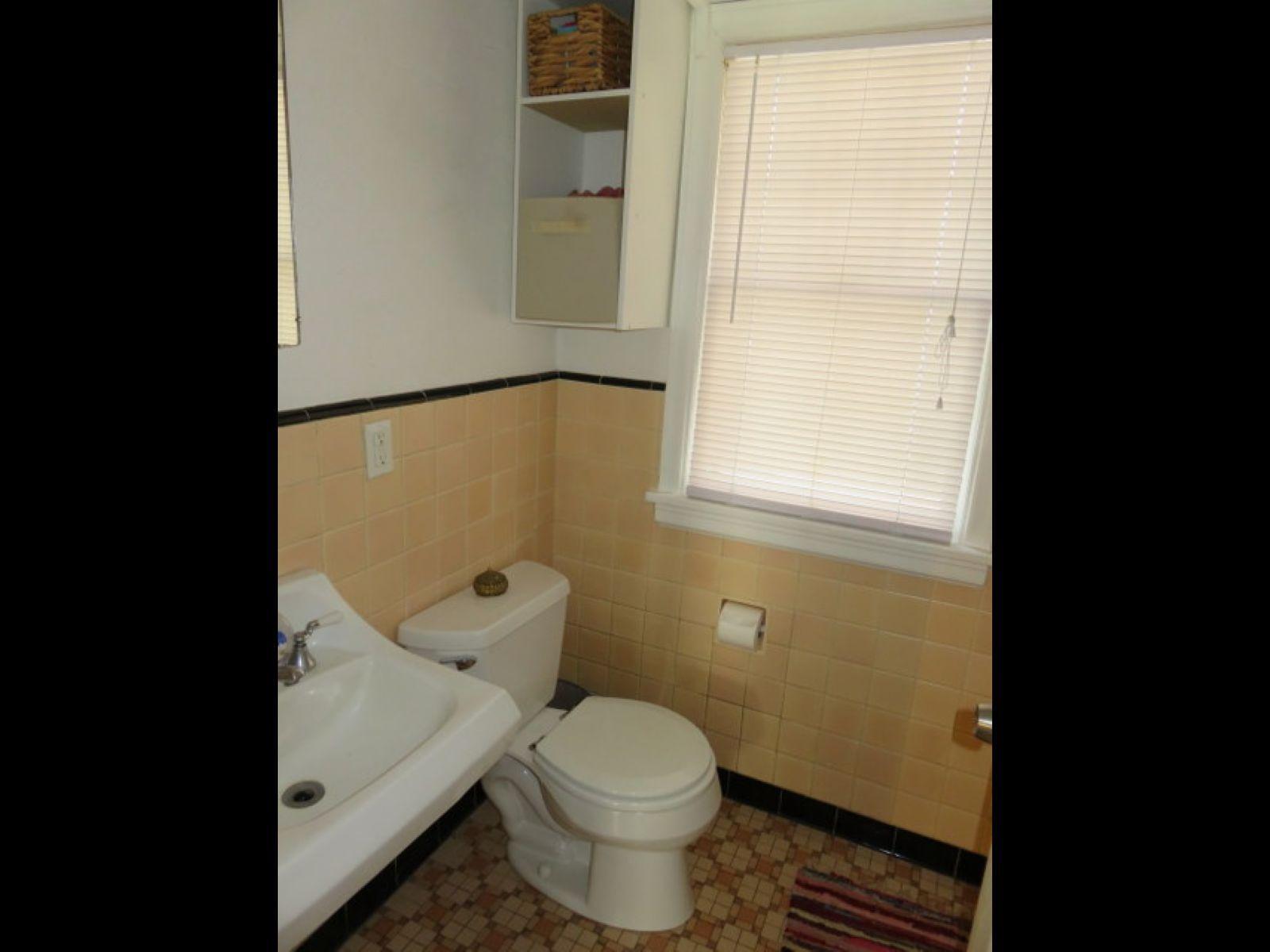 1018-east-gorham-restroom