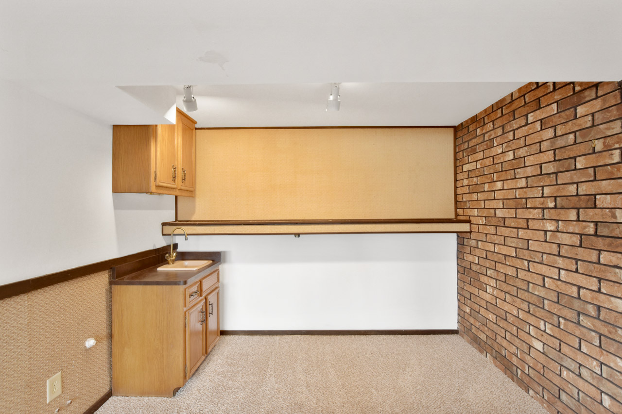 1326 Woodvale Dr-44-mls